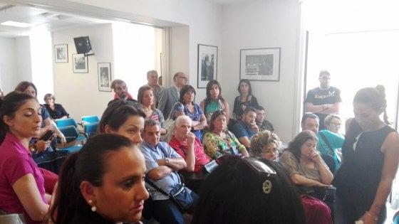 Scuole senza servizi per gli alunni portatori di handicap, a Napoli gli operatori occupano la sala Nugnes in Comune