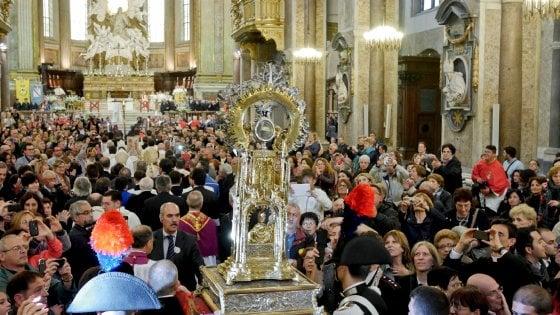 Napoli, San Gennaro: miracolo poco dopo le 10