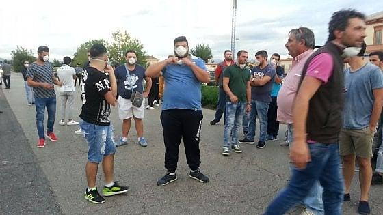 Gricignano d'Aversa, cittadini bloccano i cancelli della Eco Transider