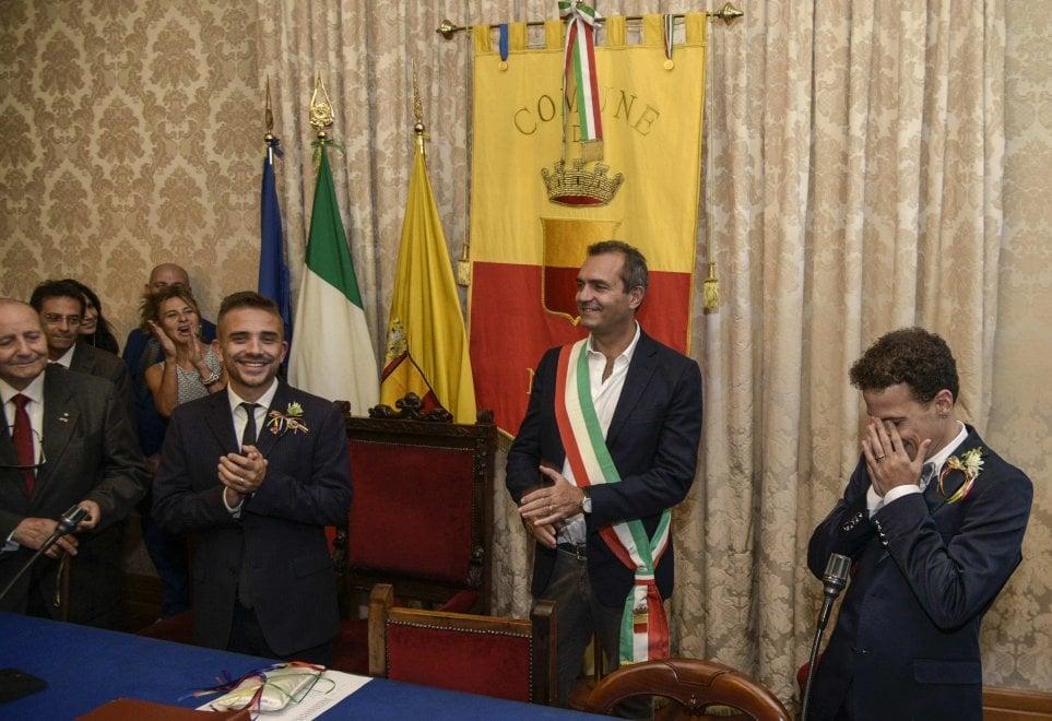 Antonello e Danilo, de Magistris celebra la prima unione civile a Napoli
