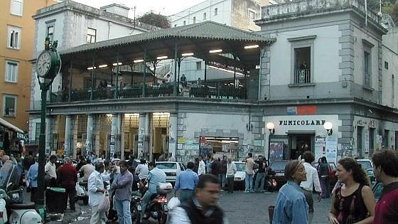 Napoli Montesanto, la funicolare invasa dai topi