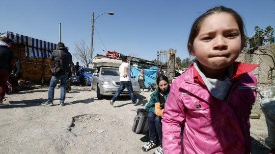 """Comitati e associazioni contro il governatore: """"De Luca è sprezzante contro i popoli Rom"""""""