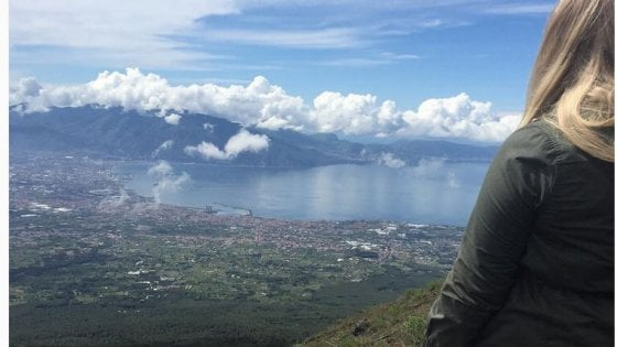 """""""Il golfo di Napoli è il rimedio perfetto contro lo stress quotidiano"""", parola del Mirror"""
