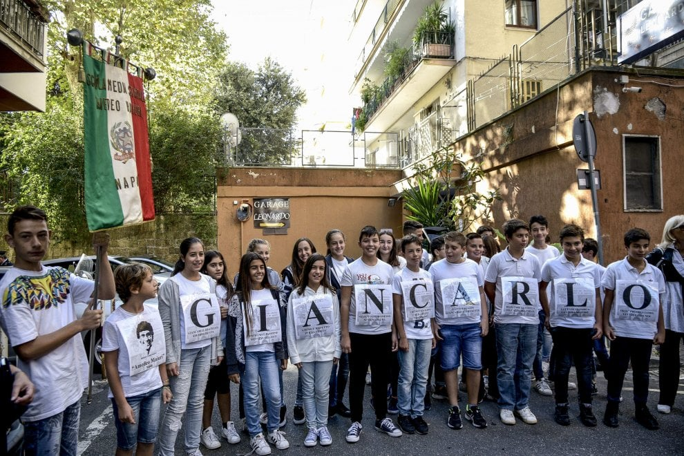 Giancarlo Siani vive, il primo murale dedicato alle vittime innocenti di mafia a Napoli
