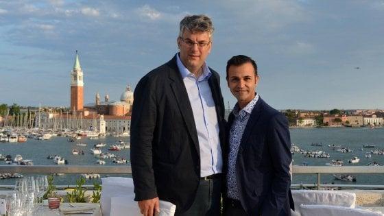 """Il giorno del """"Sì"""" tra il sindaco di San Giorgio a Cremano e il suo compagno. Celebra Monica Cirinnà"""