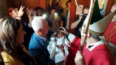 In Irpinia un intero paese in festa per  la nascita del piccolo Victory: arrivato  a Lampedusa nel pancione della mamma