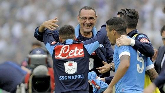 """Napoli, Milik guida il coro per Sarri: """"E' il nostro eroe"""""""