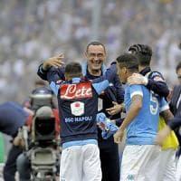 Napoli, Milik guida il coro per Sarri: