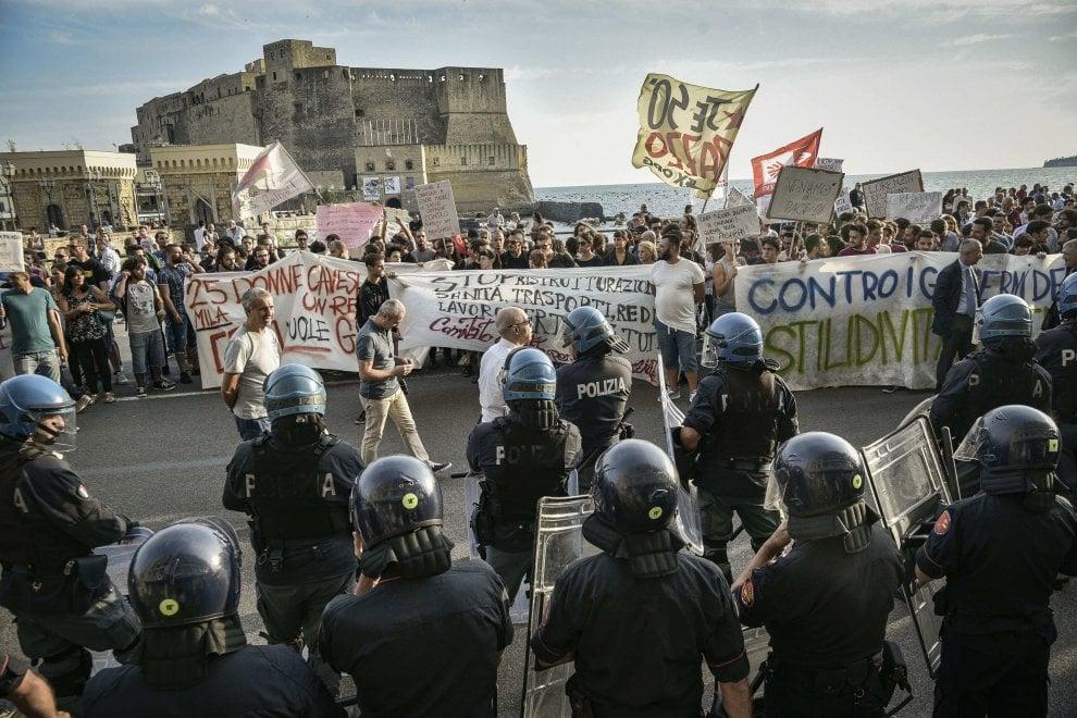 Lungomare di Napoli, le contestazioni alla Lorenzin
