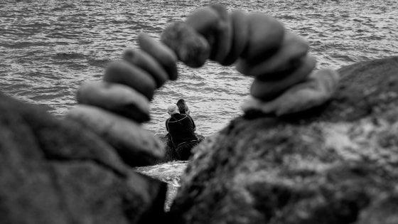 Pietre in equilibrio, a Massa Lubrense lo spettacolo dello stone balancing