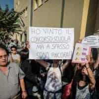 Scuola, la protesta a Napoli dei docenti vincitori di concorso ma senza