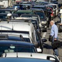 Napoli, Rione Alto nel caos per un cantiere. Ambulanze e auto bloccate per