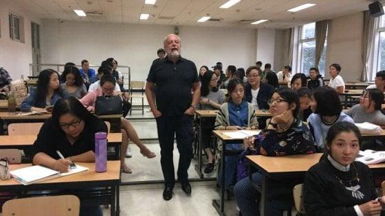 """De Laurentiis fa lezione agli studenti dell'Università di Shangai: """"Molti tifano per il Napoli"""""""