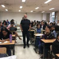 De Laurentiis fa lezione agli studenti dell'Università di Shanghai: