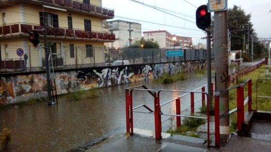 Piove, Circumvesuviana in tilt. Allagata la stazione di Scafati