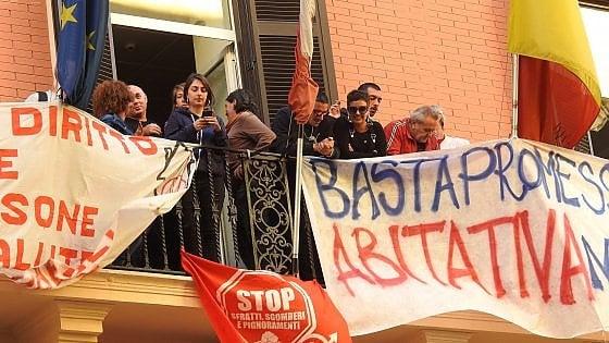 Consiglio comunale di Napoli sotto assedio, due occupazioni in via Verdi