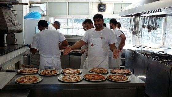 Napoli, a scuola di pizza sei rifugiati dall'Afghanistan e dal Pakistan