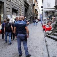 Accoltellato a scuola a Napoli: spavento tra mamme e bimbi nel centro storico