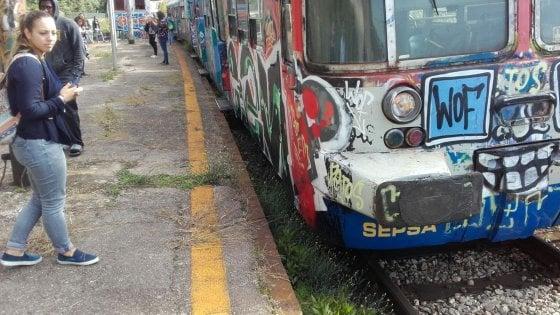 Deraglia un treno della Cumana tra Pozzuoli e Torregaveta, tragedia sfiorata
