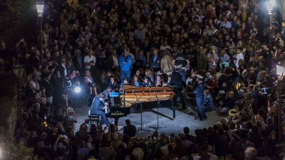 Napoli e l'abbraccio della musica, la magia di Piano City