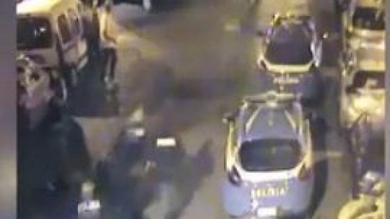 Un video incastra il centauro pirata che ha investito un poliziotto in piazza Bellini. Arrestato