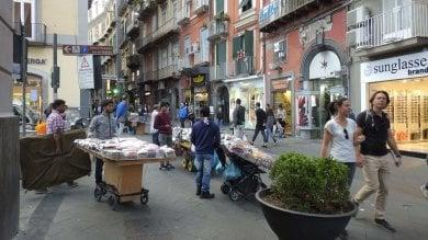 Degrado e crisi economica, il lento declino  di via Chiaia. L'allarme dei commercianti   foto