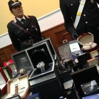 Sequestrati diamanti e lingotti d'oro a un narcos nel napoletano