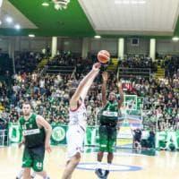 Basket, alla Sidigas Avellino bastano pochi punti, a Pesaro finisce 54–60