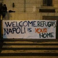 """Migranti, il plauso del governo:  """"I ragazzi di Napoli un esempio"""""""