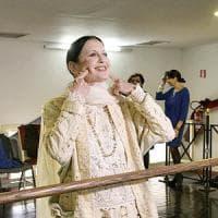 Il giorno di Carla, la Fracci balla sul palcosenico del San Carlo per festeggiare