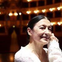 Il giorno di Carla, la Fracci balla sul palcoscenico del San Carlo per festeggiare