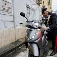 Solo 50 secondi per rubare scooter, bloccati nel Napoletano