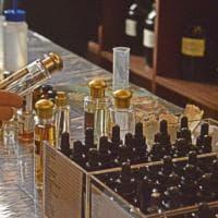"""Professione """"naso"""".  La celebre azienda Tonatto a Napoli per un giorno insegna i segreti del perfetto parfumeur"""
