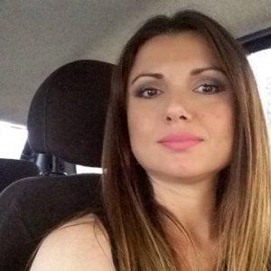 """Bruciata viva dall'ex fidanzato a Pozzuoli: """"Omicidio di identità. Carla è stata cancellata"""""""