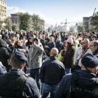 Welfare, torna la tensione tra il Comune di Napoli e i lavoratori: tafferugli