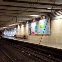 Napoli, treno della Circumvesuviana trancia i i fili: tragedia sfiorata