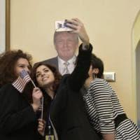 Consolato Usa, gara di selfie