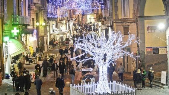 Napoli, guida alle luminarie di Natale quartiere per quartiere, dal Centro storico a Fuorigrotta