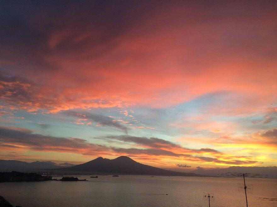 Arancio giallo e rosa l 39 alba di napoli uno spettacolo - Foto di uno shamrock ...