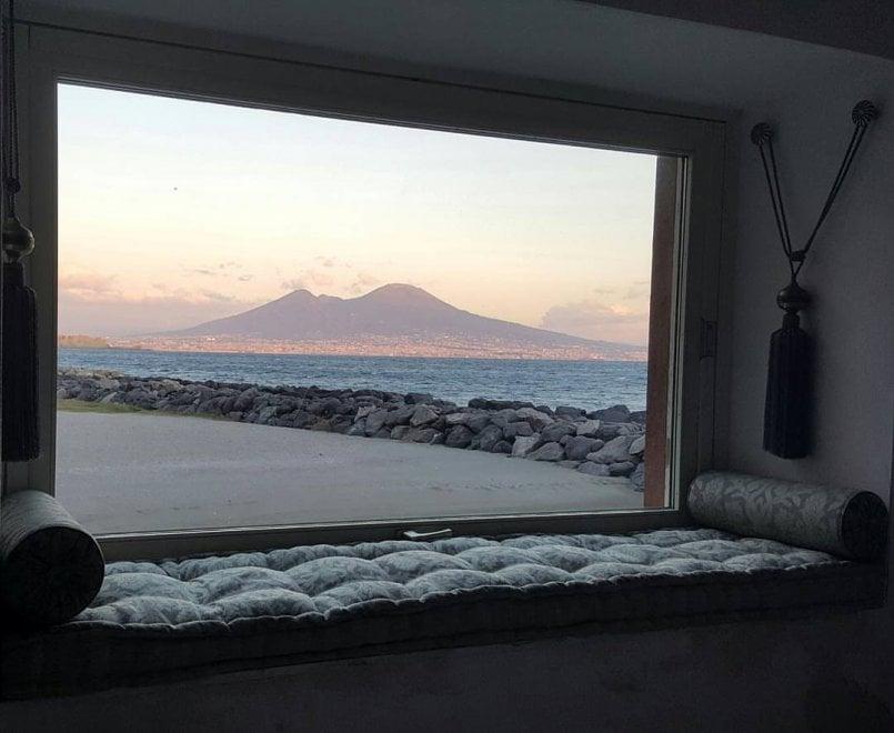 La finestra sul golfo di napoli che sembra un quadro 1 - Quadro finestra ...