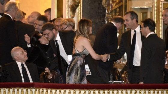 San Carlo, l'Otello va in scena tra vip, politica, contestazione e glamour