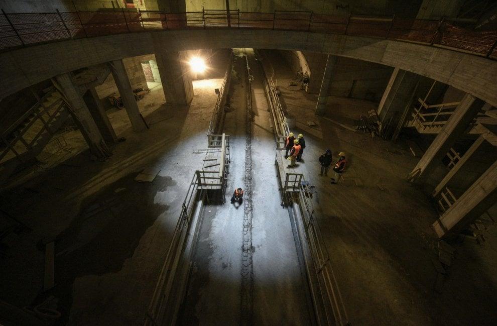 Sulle scale della metro 2