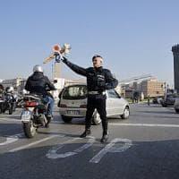 Napoli, allarme inquinamento: stop alle auto anche il martedì