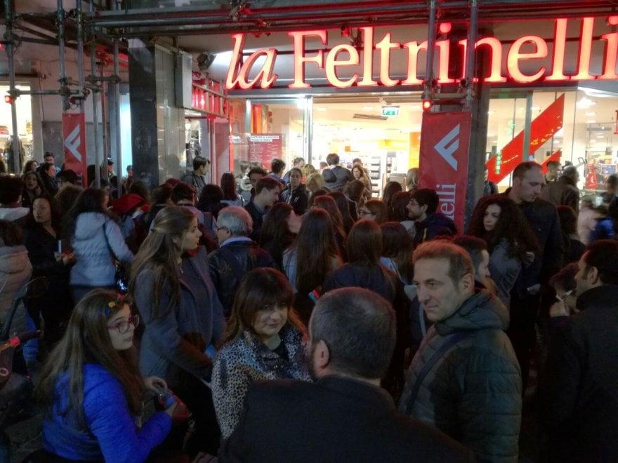 Alberto Angela manda in tilt la Feltrinelli: migliaia di fan invadono il megastore di piazza dei Martiri