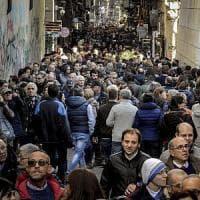 Immacolata, boom di turisti e folla nei Decumani