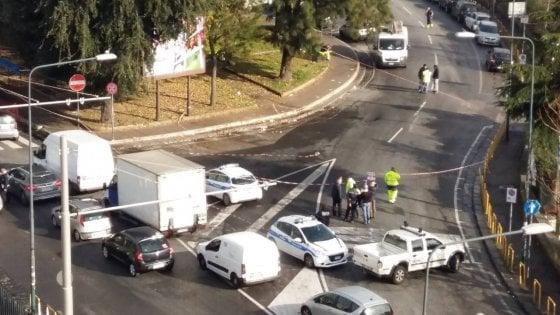 Voragine vicino all'ospedale Cardarelli, traffico in tilt nella zona ospedaliera
