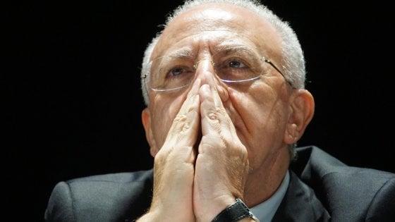 """Il governatore della Campania indagato per voto di scambio. De Luca: """"Qui moriamo di avvisi di garanzia"""""""