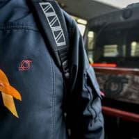 Un fiocco arancione per la protesta dei lavoratori di MetroCampania Nordest, Sepsa e Circumvesuviana