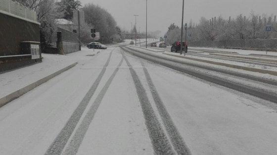 Allerta meteo in Campania: neve e gelate. Due clochard morti