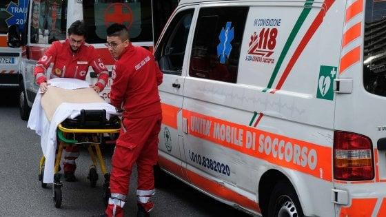 Napoli scoppia una bombola del gas due morti e tre - Piscina ariete napoli ...